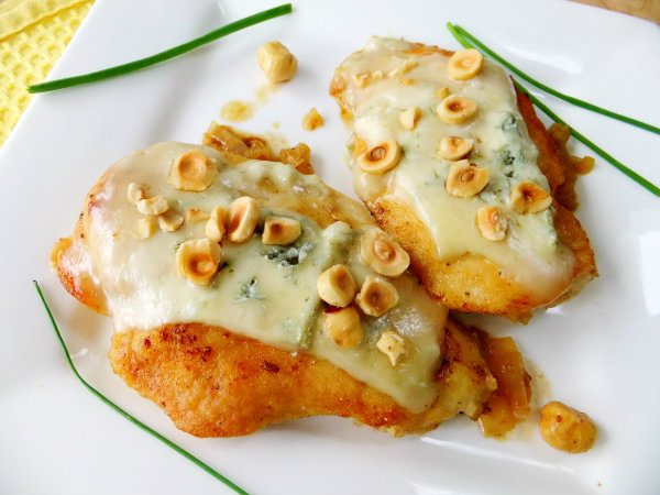 chicken with gorgonzola and hazelnuts
