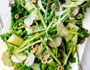 spring salad with asparagus and goat cheese