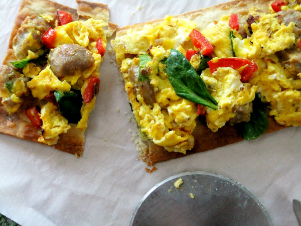 scrambled egg flatbread pizza
