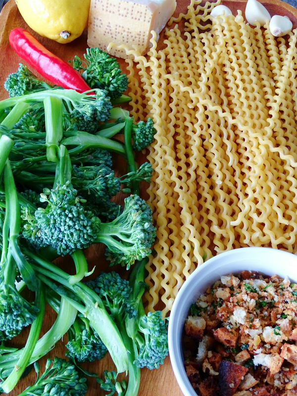 ingredients for curly spaghetti with broccolini and chilli