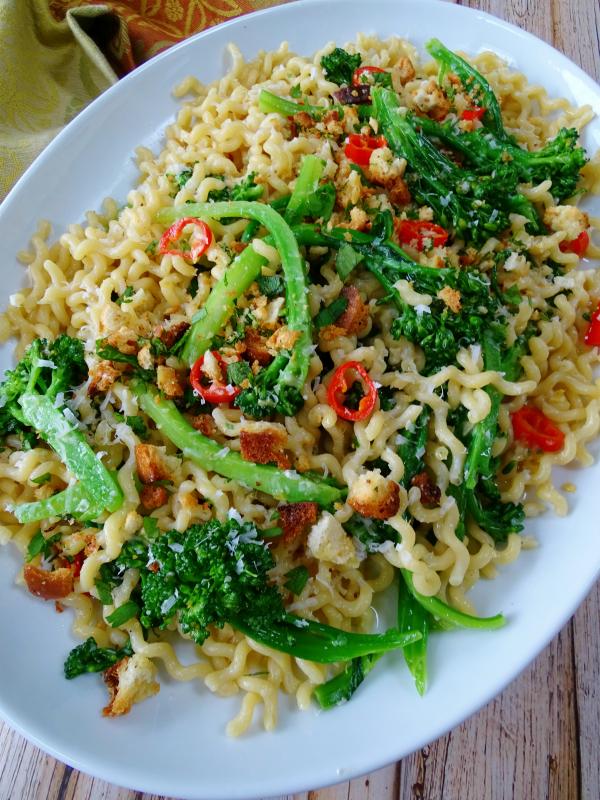 curly spaghetti with broccolini and chilli