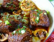 Braised Short Ribs with Red Wine and Roasted Garlic