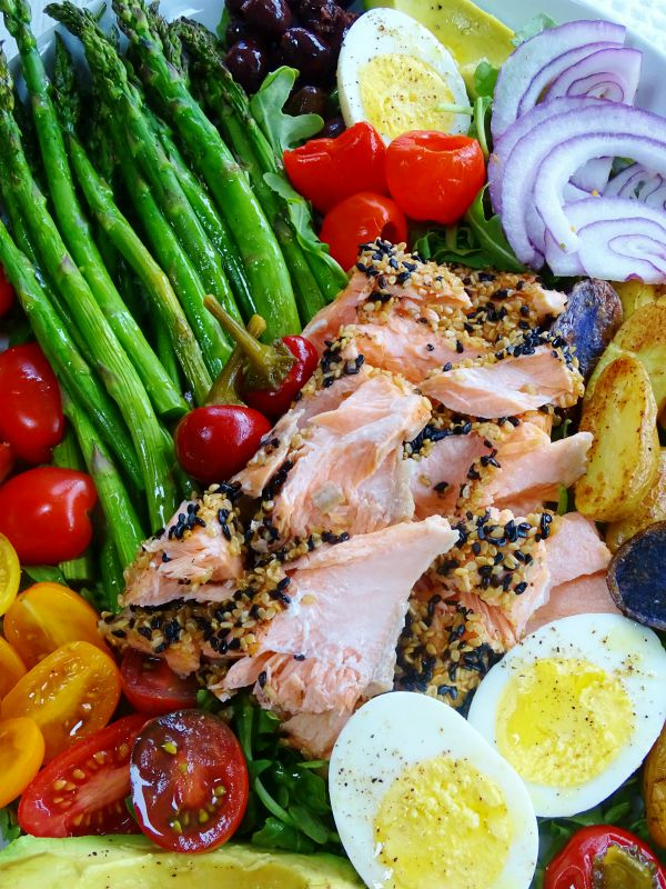 sesame crusted salmon salad