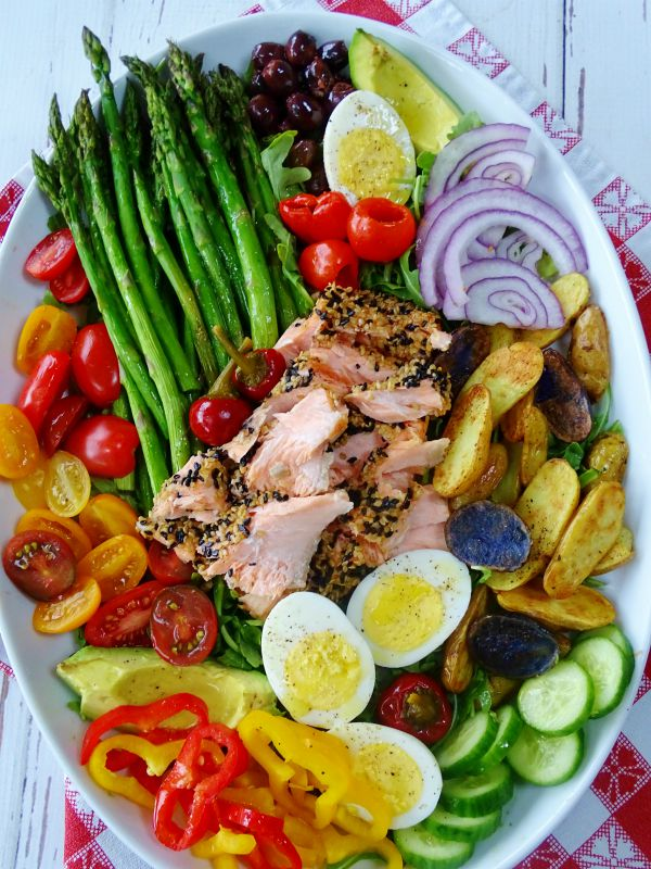 sesame crusted nicoise salad